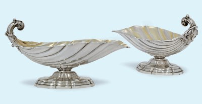 A PAIR OF FRENCH SILVER DISHES