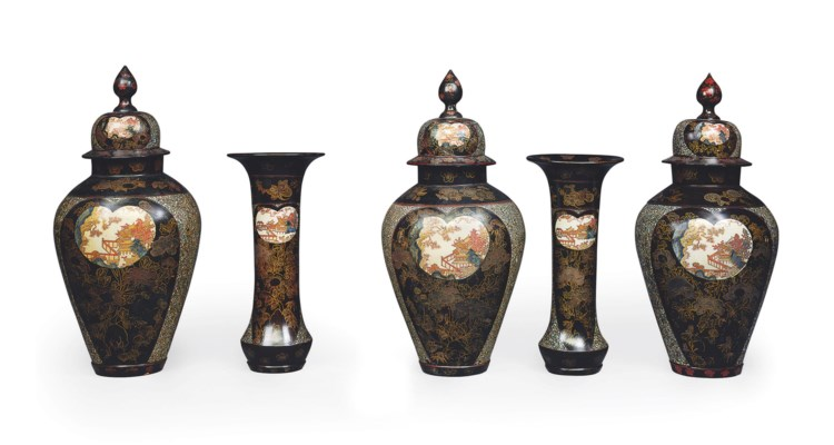 AN IMPORTANT JAPANESE IMARI LACQUERED PORCELAIN GARNITURE