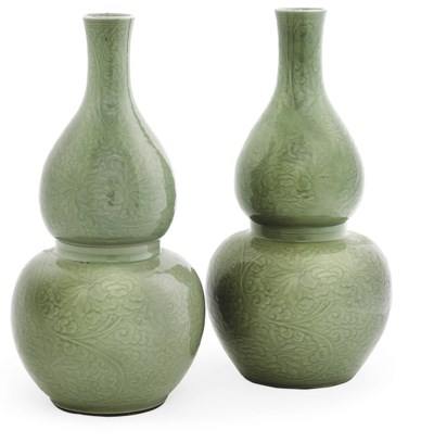 A PAIR OF LARGE CHINESE CELADO