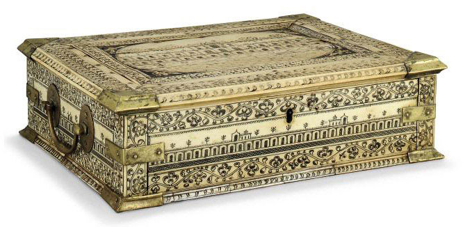 AN INDIAN VIZAGAPATAM ENGRAVED IVORY CASKET