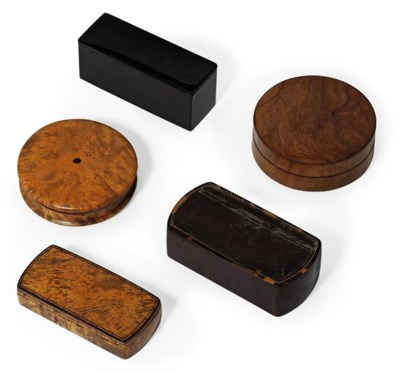 A QUANTITY OF SNUFF-BOXES AND