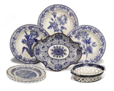 AN ENGLISH PEARLWARE OVAL BLUE