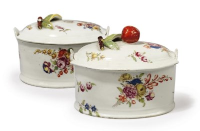 A PAIR OF BOW OVAL BUTTER-TUBS