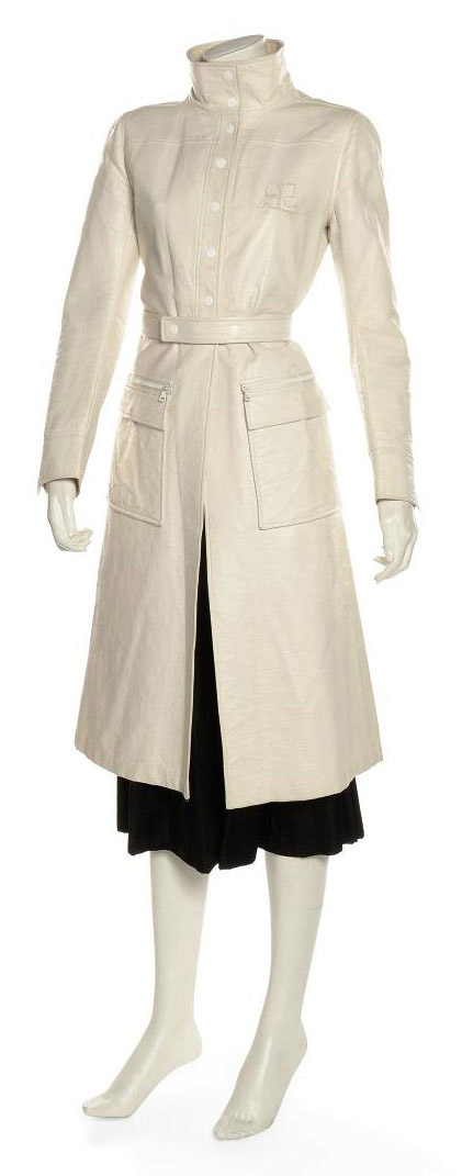 A 'WET LOOK' WHITE LEATHERETTE COAT