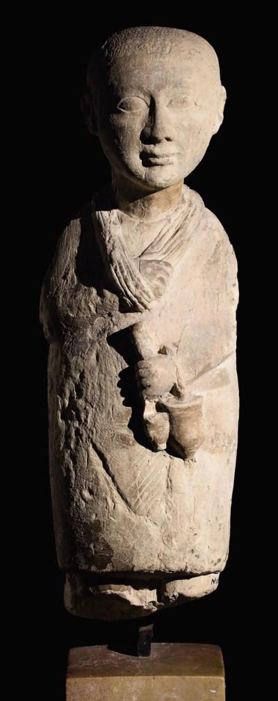 AN EGYPTIAN LIMESTONE STATUE O