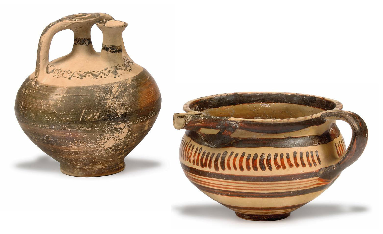 A MYCENAEAN POTTERY SPOUTED BO