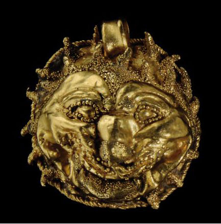 AN ETRUSCAN GOLD LION HEAD PEN
