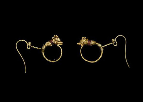 A PAIR OF GREEK GOLD GOAT HEAD