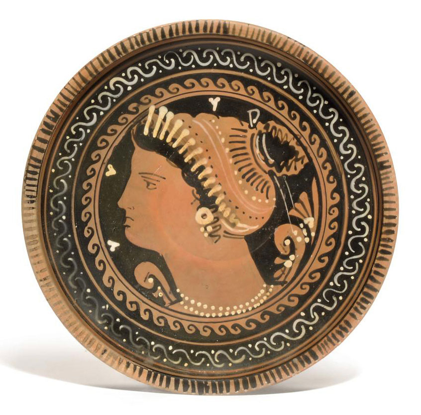 AN APULIAN RED-FIGURED PLATE