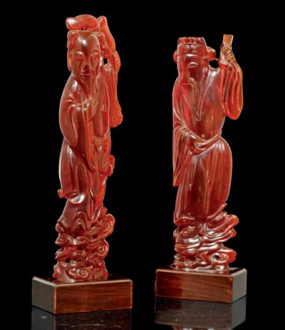 A PAIR OF PRESSED AMBER FIGURE