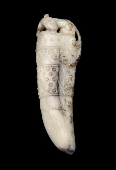 A WHITE AND GREY JADE SABRE-TO