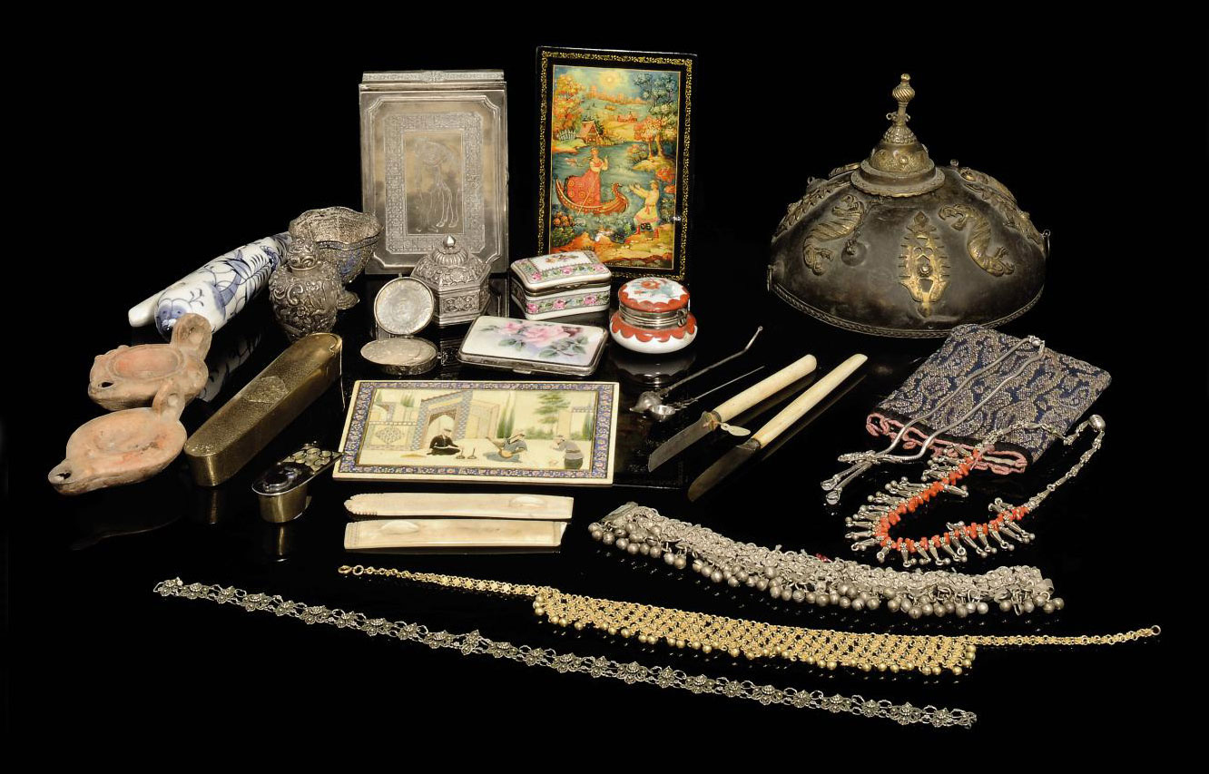 A GROUP OF SILVER ITEMS, SMALL