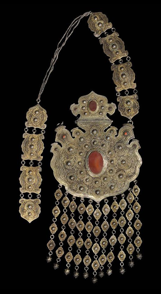 A LARGE FILIGREE AND CARNELIAN