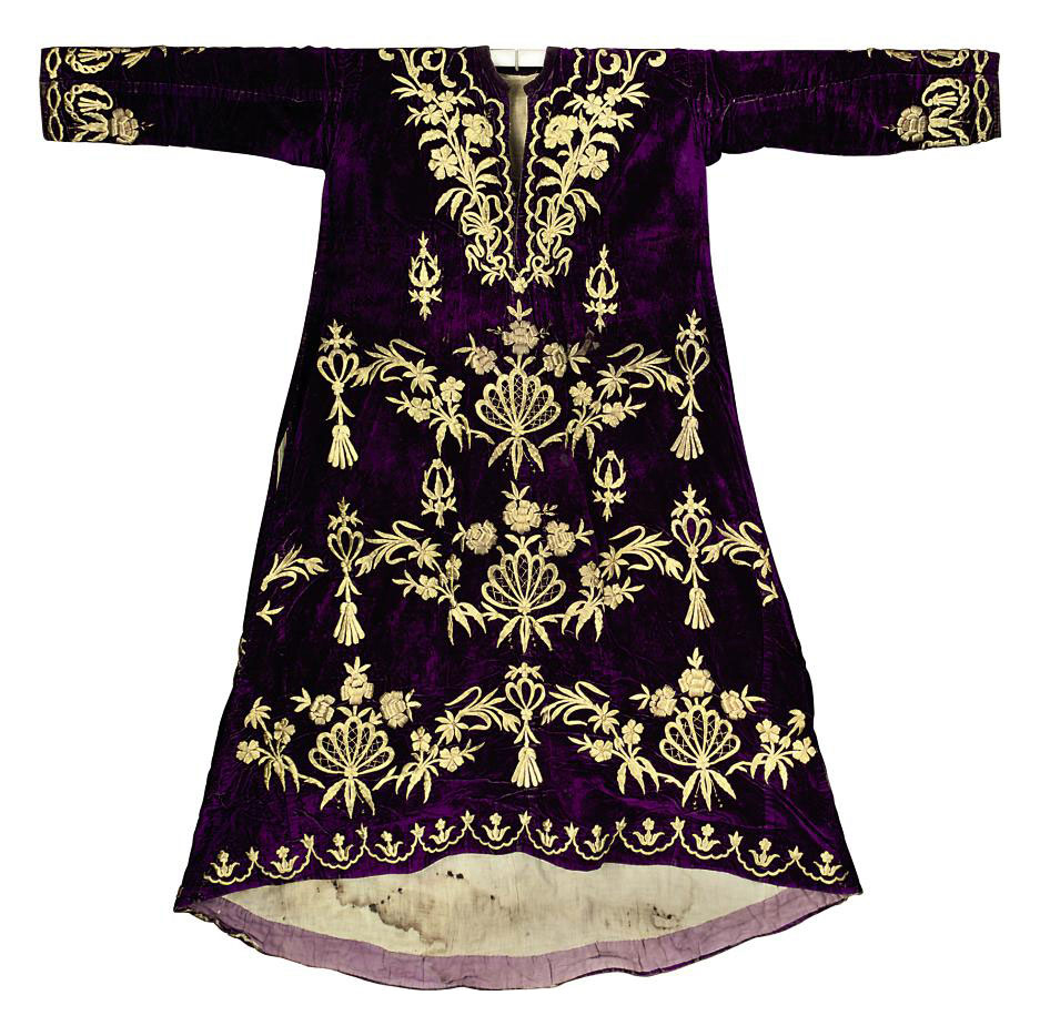 A PURPLE VELVET WEDDING ROBE