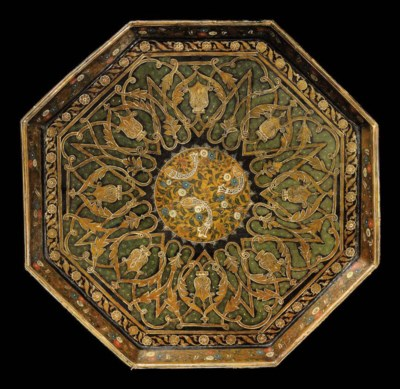AN OCTAGONAL LACQUERED TRAY, K