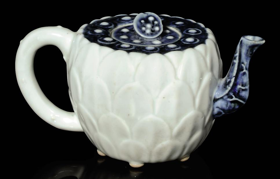 A CHINESE BLUE AND WHITE LOTUS TEAPOT