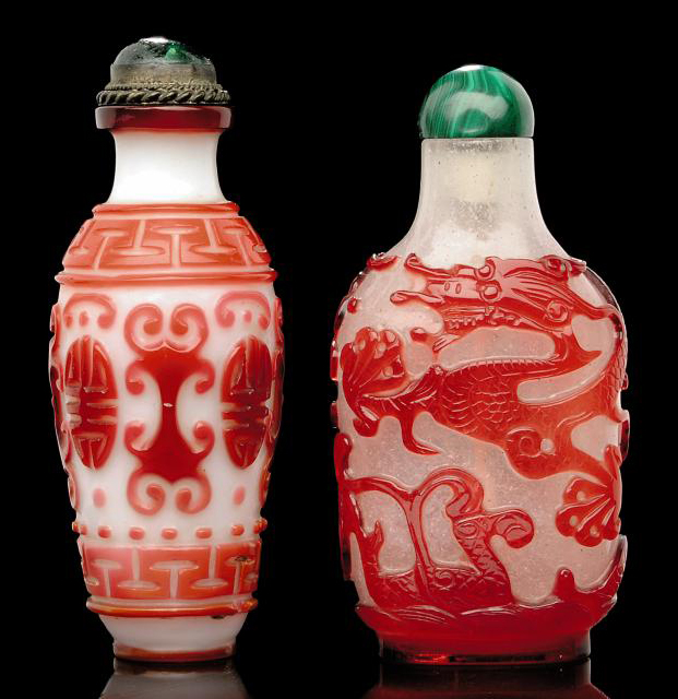 TWO GLASS OVERLAY SNUFF BOTTLE