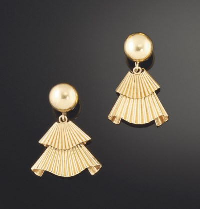 A pair of gold earpendants, by