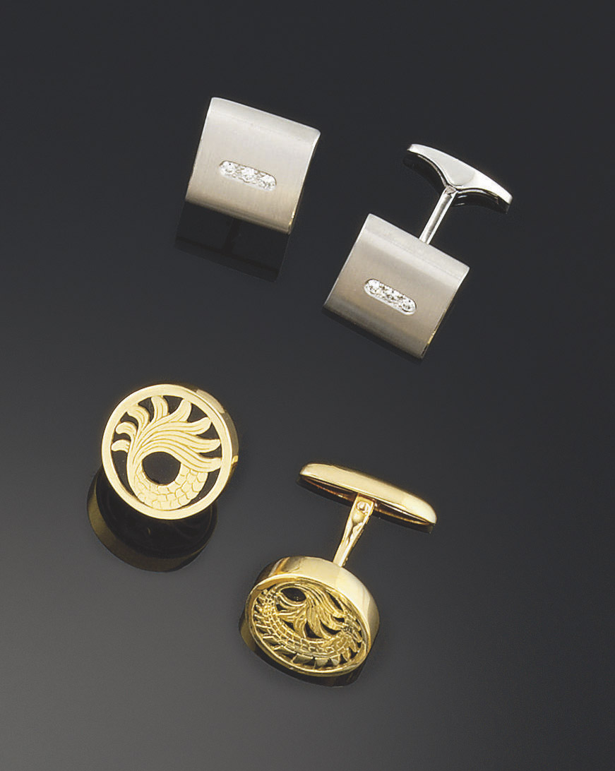 Two pairs of cufflinks, one by by Carrera y Carrera