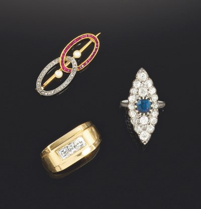 A small group of jewellery