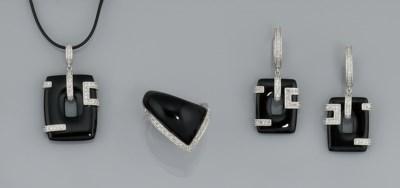A small group of diamond and o