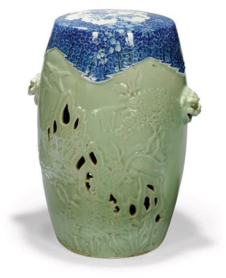 A JAPANESE UNDERGLAZE BLUE AND