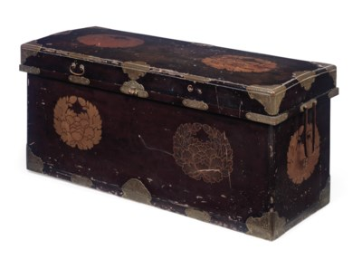 A JAPANESE LACQUERED CHEST