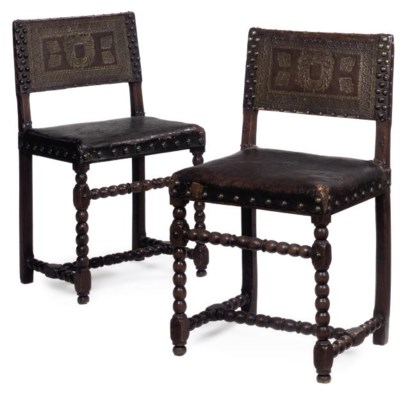 A PAIR OF WALNUT SIDE CHAIRS