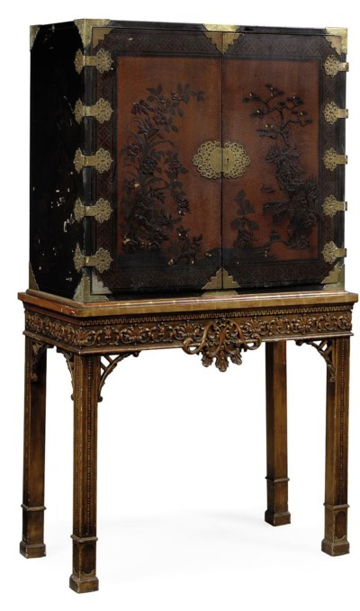 A CHINOISERIE DECORATED CABINE