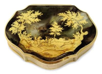 A CONTINENTAL GOLD SNUFF BOX