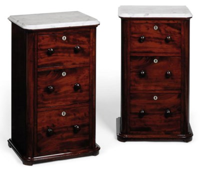 A PAIR OF MAHOGANY BEDSIDE CHE