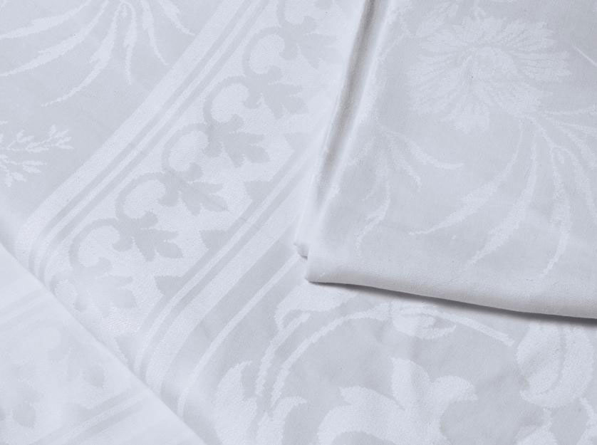 A DAMASK LINEN BANQUETTING CLO