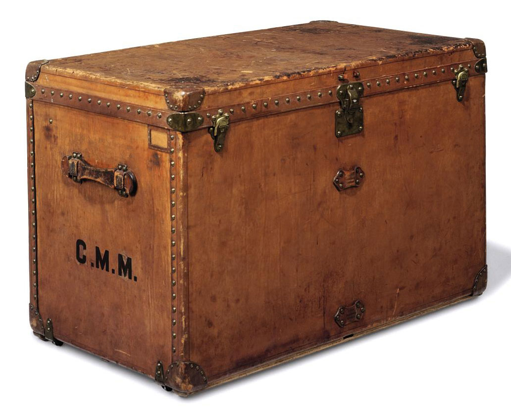 A COURRIER TRUNK IN NATURAL CO
