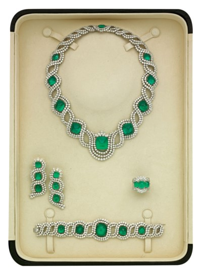 AN EMERALD AND DIAMOND PARURE,