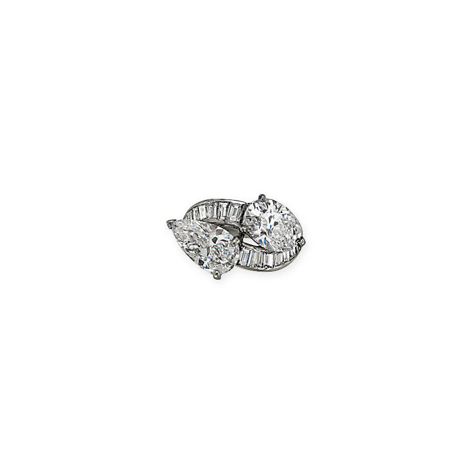 AN ATTRACTIVE DIAMOND CROSSOVE