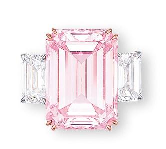 「The Perfect Pink」彩色鑽石和鑽石戒指。2010年11月29日於佳士得香港售出,成交價179,860,000港元