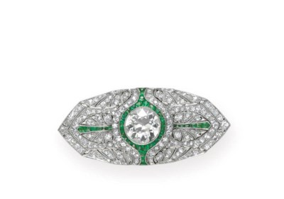 AN ART DECO DIAMOND AND EMERAL