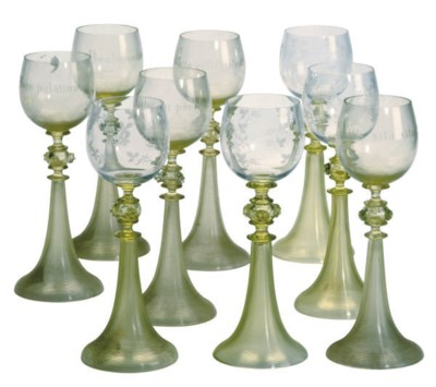 AN ASSEMBLED SET OF MURANO WHI