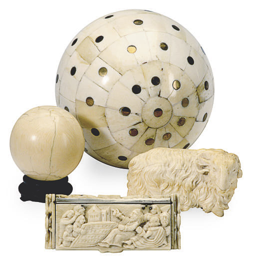 A GROUP OF FOUR CONTINENTAL IVORY AND BONE OBJECTS,