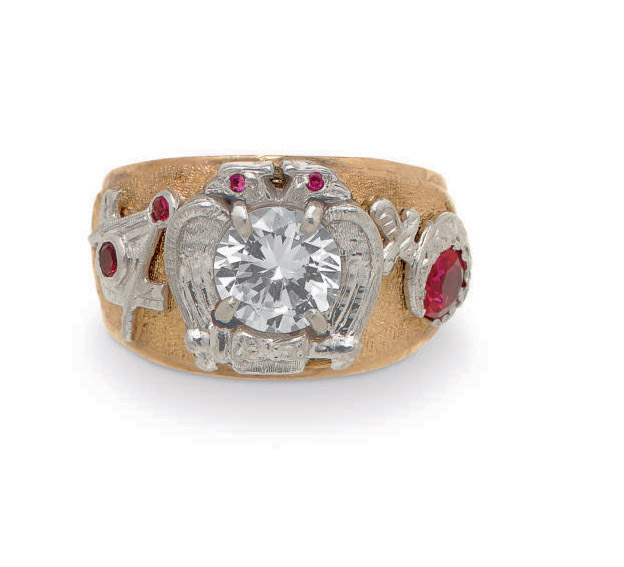 A GOLD, DIAMOND AND RUBY RING