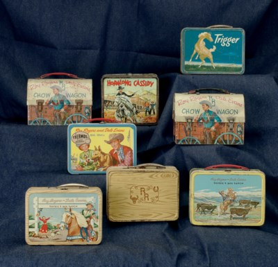 A GROUP OF EIGHT TIN LUNCHBOXE
