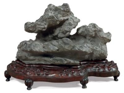 A GREY LINGBI SCHOLAR'S ROCK