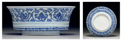 AN EARLY MING-STYLE BLUE AND W