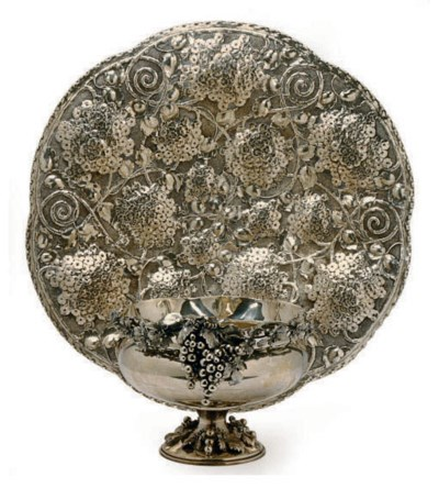A LARGE CONTINENTAL SILVER FOO