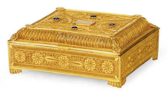 A LAPIS LAZULI-MOUNTED GOLD FI