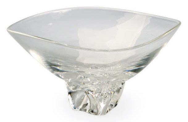 AN AMERICAN GLASS BOWL,