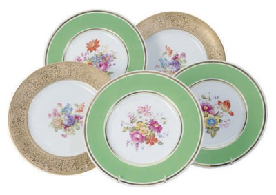 A SET OF TWELVE ENGLISH GREEN-