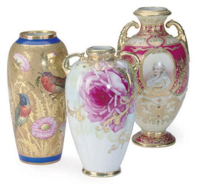 A FRENCH GOLD-GROUND PORCELAIN