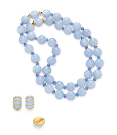 A GROUP OF CHALCEDONY AND GOLD