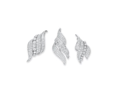 A SET OF DIAMOND BROOCHES